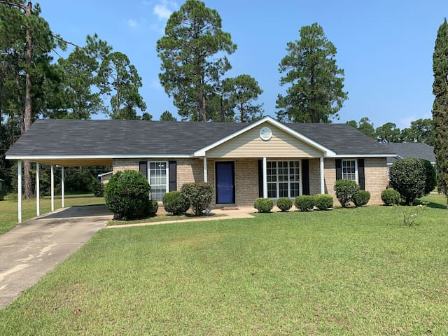 Royal Blue Living 2 Min. from ABY Airport in S/Ga