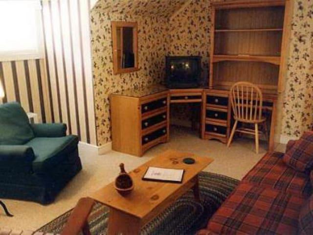 Pondside 3 Room Suite
