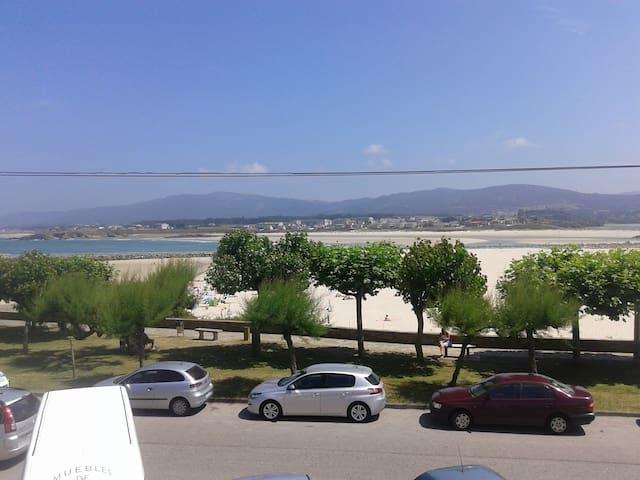 Vivienda de tres dormitorios en 1º línea de playa