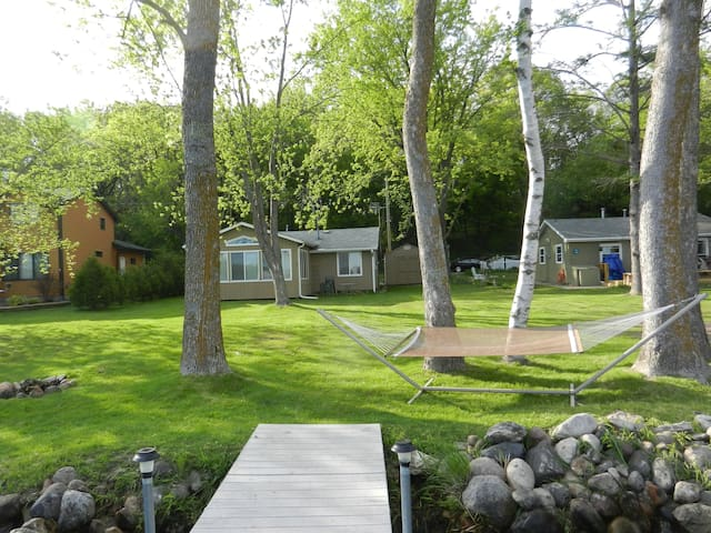Lakefront Cottage/Cabin-1 hr. from Mpls-St. Paul