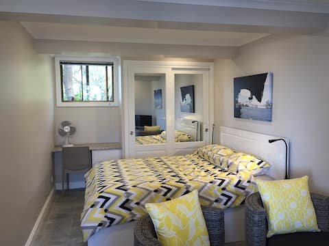 Gemstay Studio near Dee Why Beach and Manly