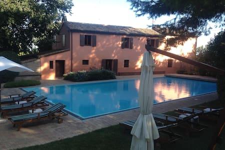 Villa con piscina a 200 mt dal mare - Fano