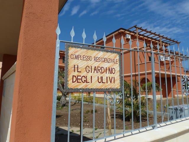 """Giardino degli Ulivi"" апартаменты с бассейном - Ricadi - Apartament"