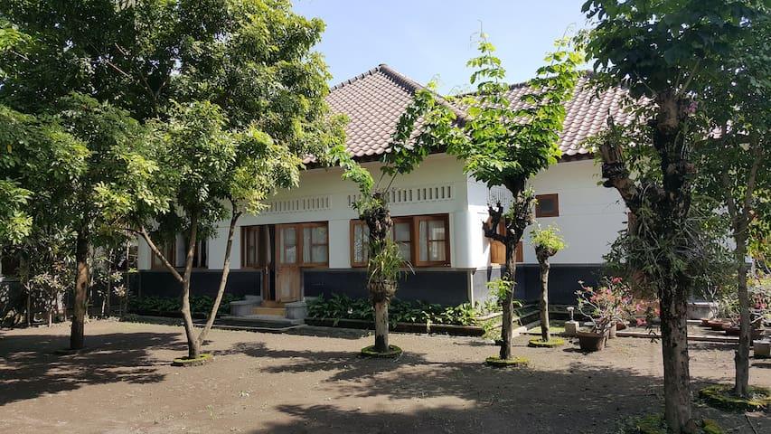 Maharani Villa Yogyakarta Big Indoor & Outdoor