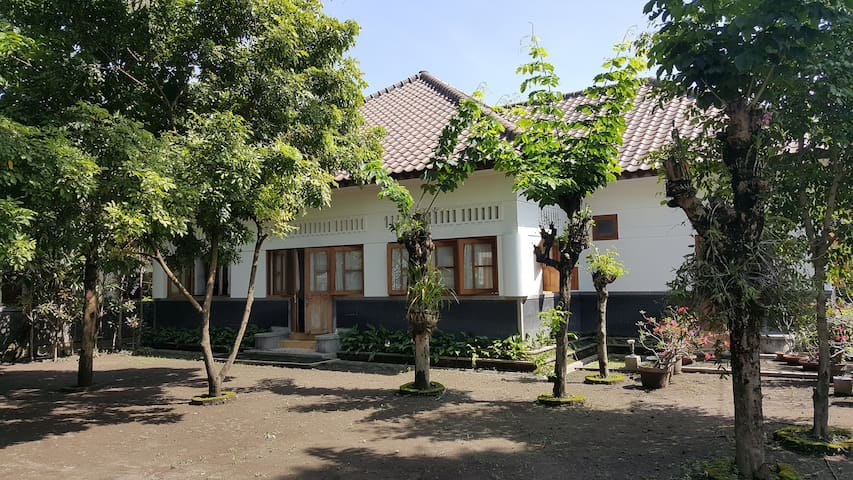 Maharani Villa with Spacious Indoor & Outdoor Area - Yogyakarta - Villa