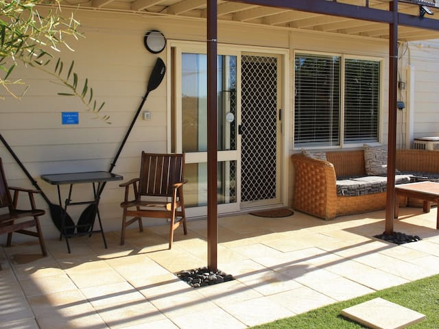 Shark Bay B&B Private Apartment with Garden