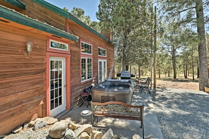 Cozy 'Big Bear Lodge'-Large Cabin w/Hot Tub & View