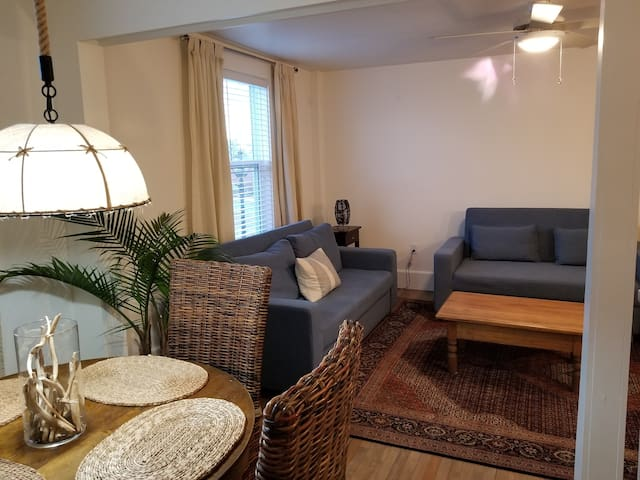 Cottage Chic Loft- 2 Story 2 Bedrooms on Water St