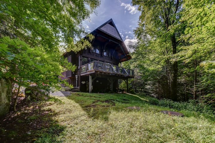 Chic log chalet with hut tub - Mont-Tremblant north side