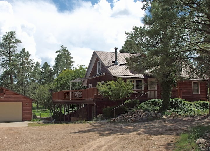 Perfect Family Cabin 5BR+den 2850ft² 2 Acre Yard!