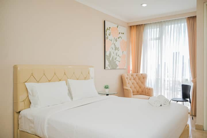 Fabulous and Modern Studio Menteng Park Apartment
