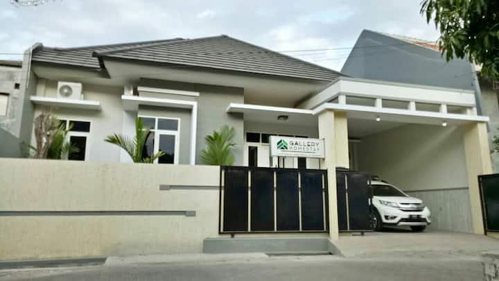Gallery Homestay - Low Budget Rumah Mewah