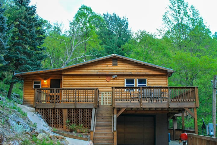 Shenandoah Treehouse & Mountain Lodge