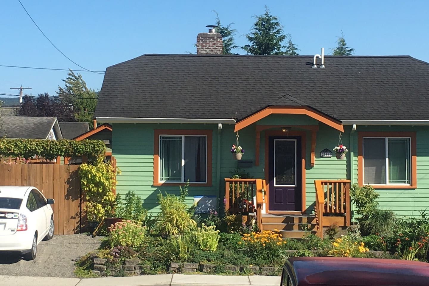 Front entrance to bungalow. Ten minute walk to harbor, and center of town. 2 miles to WWU.