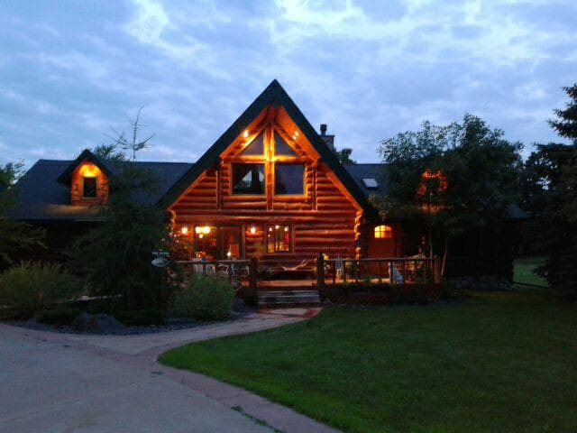 Log Home in Sky Harbor Airpark