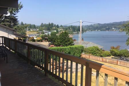 Neotsu Getaway with views of Devil's Lake