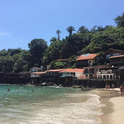 Apto cond fechado com Praia Particular no Guaruja