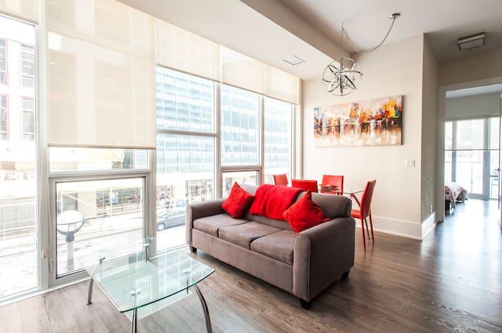 The 360 Platinum Suite 2 BR, 2 BA, CN Tower