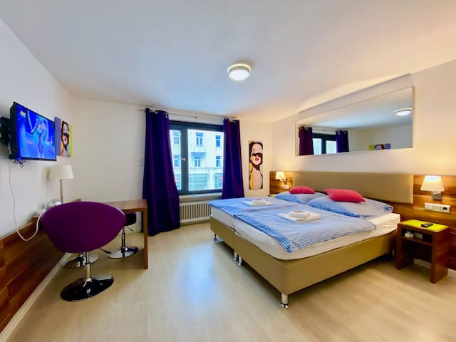 25Hotelroom/privatbathroom/kitchen/fastWlan/aircon