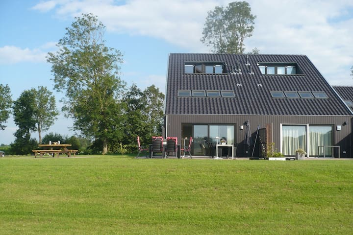 Luxury leisure home beside the forest and golf course and water sports Langweer