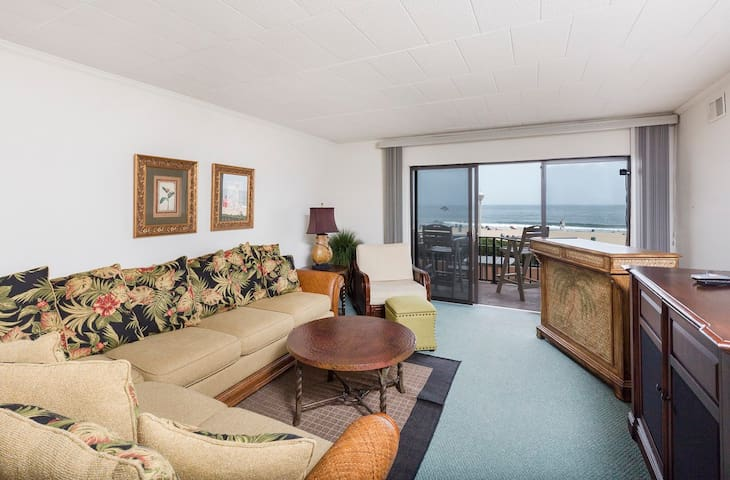 Ocean Hideaway is a lovely 2 bedroom/2 bathroom condo in the heart of OCMD!