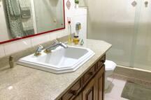 Banheiro 2. Visão lateral