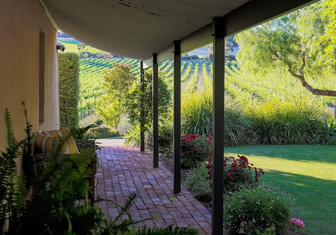 Seppeltsfield Vineyard Cottage. Luxury & Privacy.