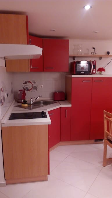 Kuhinja-Drugi kat-Crveni apt