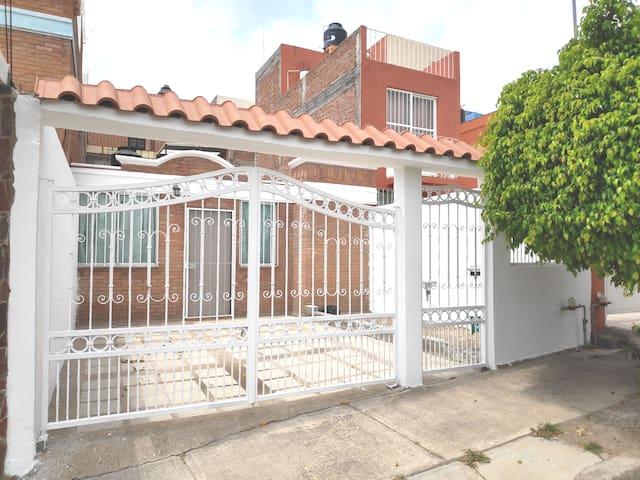 CASITA ACOGEDORA CERCA DE LA ZONA CENTRO