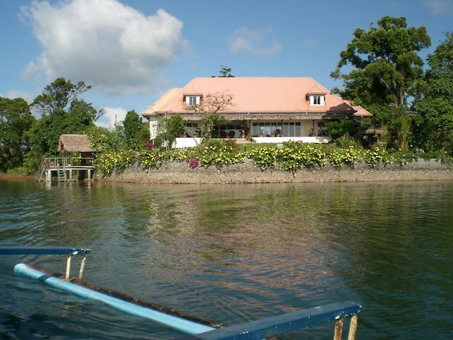 Waterfront Lake House Caliraya - Lumban