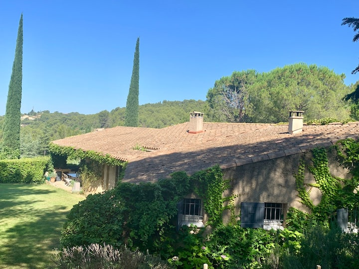 Grande maison /piscine au calme d'Aix en Provence