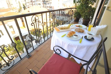 Dream Boutique Hotel- Deluxe Room with Terrace 8 - Tiranë - Bed & Breakfast