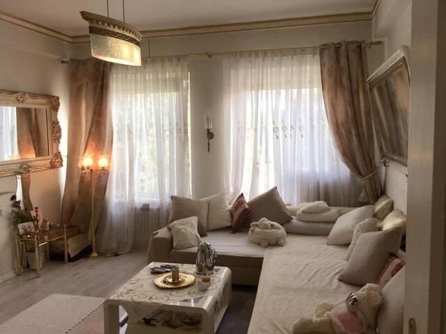 Ein Zimmer Apartment
