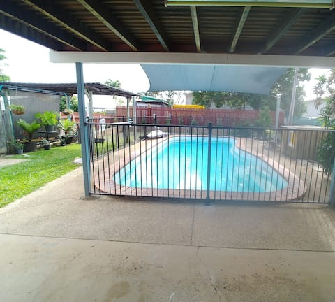 Cozy entire 1 bedroom apartment with pool