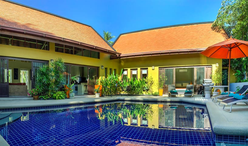Private Villa with Large Pool, Jacuzzi, FREE CAR