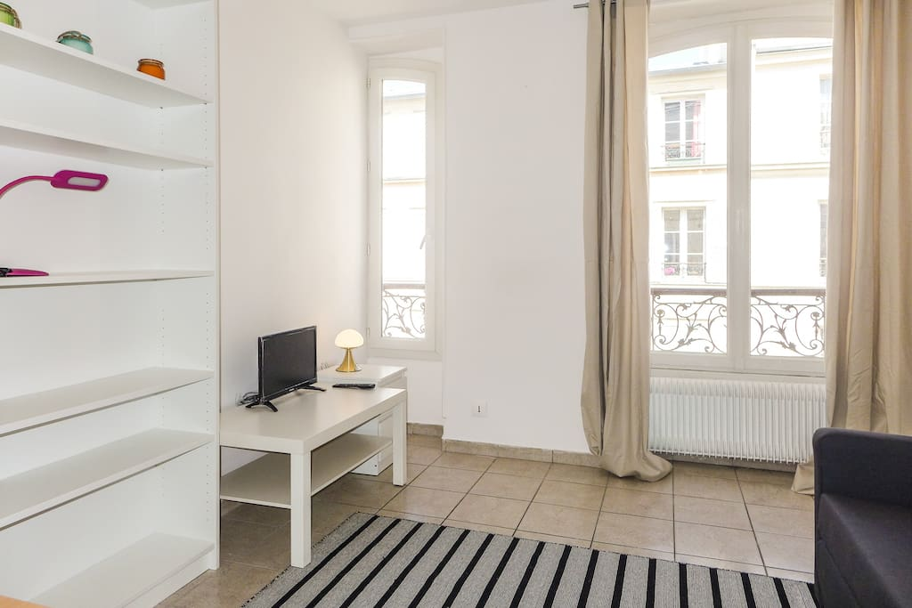 Bastille keller lovely renewed 1 bedroom appartamenti for Divano bastiglia