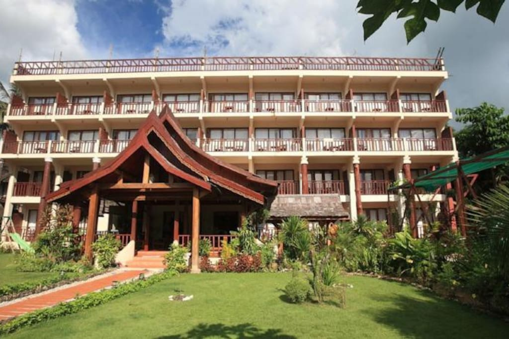 The elephant crossing hotel hotels for rent in vang for Domon river guesthouse vang vieng