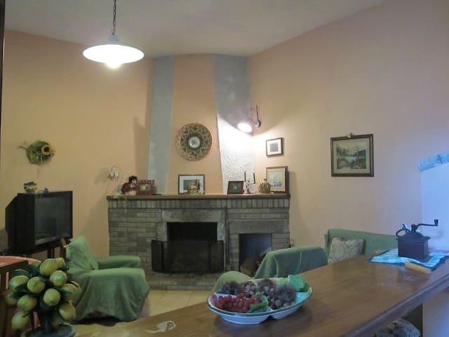 graziosa casa indipendente - Tortorella