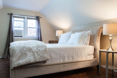 Bright Comfy Quiet Room Just 6 Mins from JFK! - Queens - House