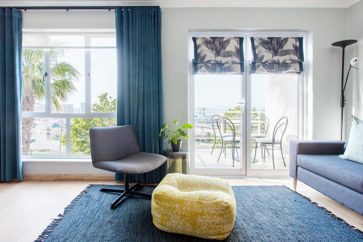 Modern Studio Apartment with a Balcony and Great View