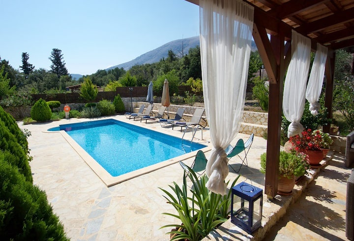 Superb Villa with private pool in idyllic location