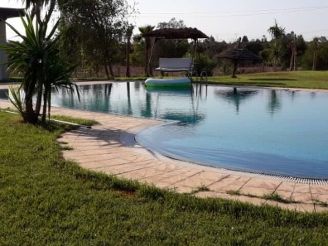 Villa moderne avec piscine, jardin, repos, détente