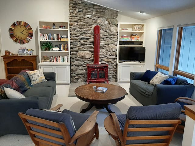 Go Ski' Inn Cozy Retreat near Killington Mountain!