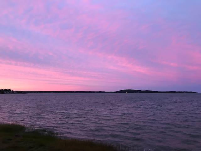 Quiet Water Front Oasis