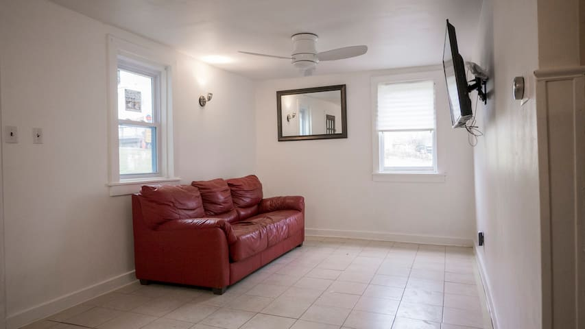 HOME JUST RENOVATED Total Redo Close Everything!!! - Norristown - Ház