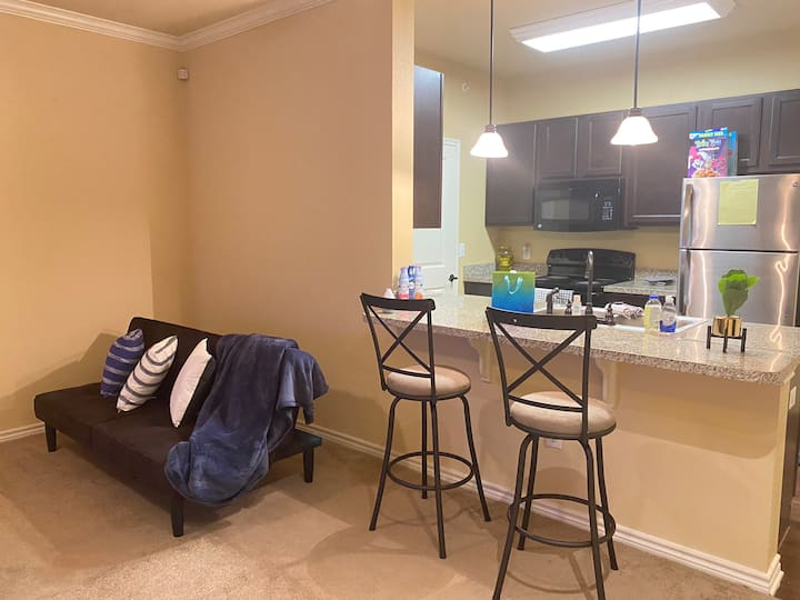 Entire Townhouse/ Comfy 1BD 1BA/ Near Mall&More