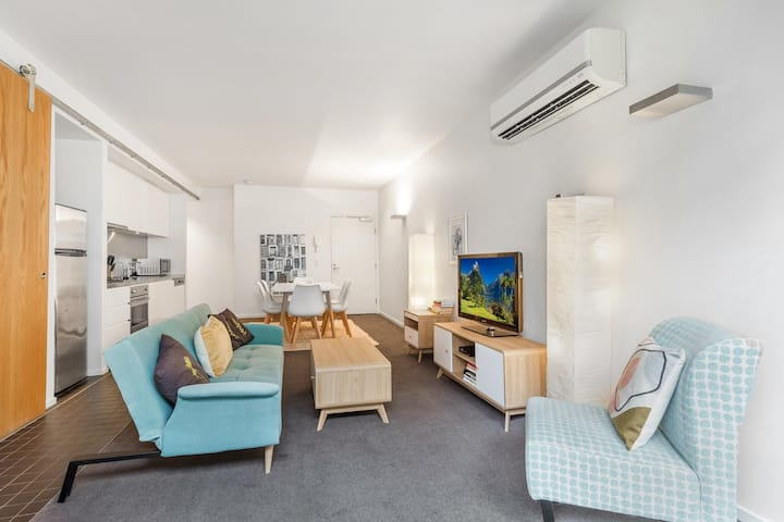 4-Person Apartment With Parking Min From CBD