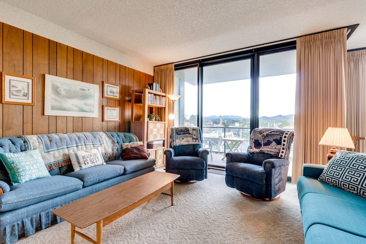 Condo w/ balcony in an oceanfront building  - steps to the beach, dogs OK!