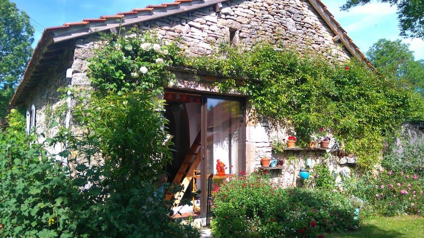 petit studio à la campagne - Promilhanes - Lakás