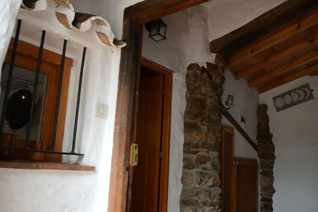 CINCO LUNAS: main door
